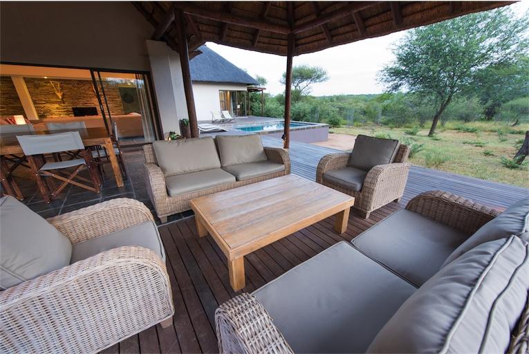 Villa mavalo grote veranda for Grote villa
