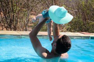 Zwembad Zuid-Afrika met baby
