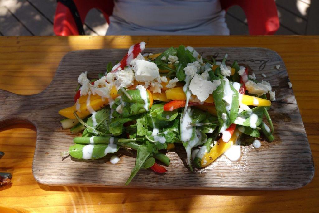 Salade met mango en paprika bij Cooked