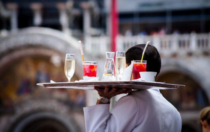 Gastvrijheid restaurant Zuid Afrika ober Hoedspruit